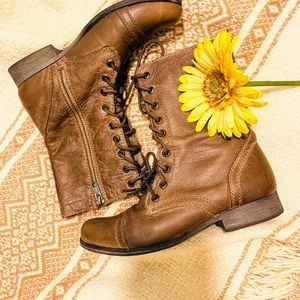 {STEVE MADDEN} Leather Lace Up Troopa Boots